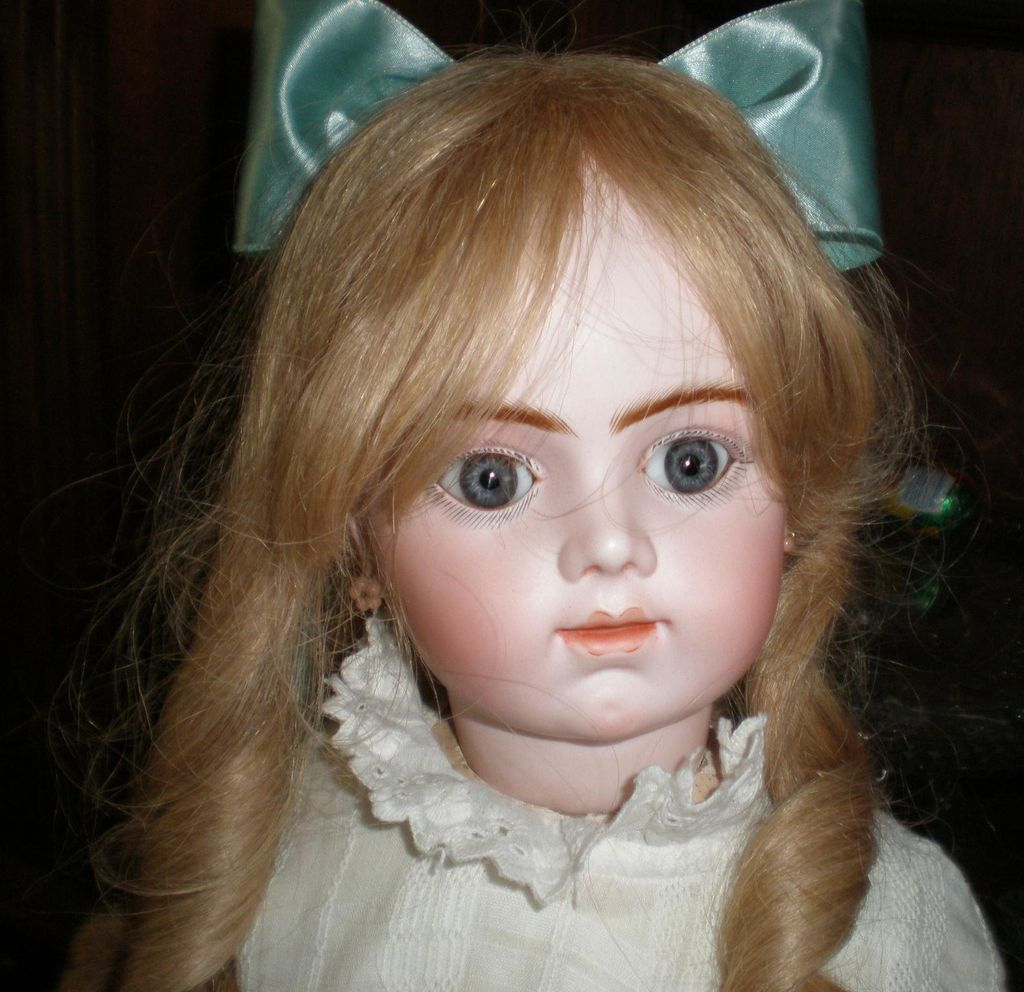 "Antique 25"" Closed Mouth Bru J ne R Head size 11 Head"
