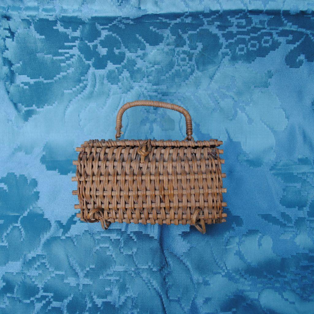 19th c french bebe or french fashion basket purse sac du. Black Bedroom Furniture Sets. Home Design Ideas