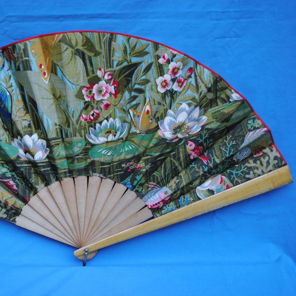 Beautiful Vintage Barkcloth Fan....Outstanding Condition
