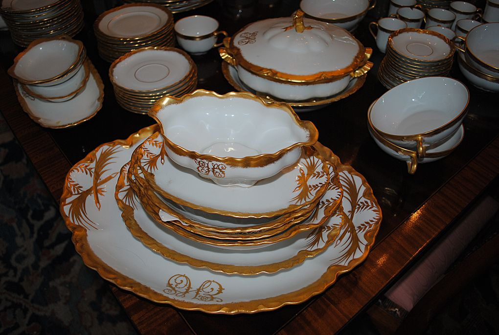 Beautiful Circa 1890-1910 Fine Porcelain Dinner Service...150 pieces