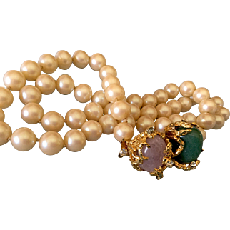 Signed VOGUE faux pearl necklace w/ stone clasp