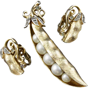 Vintage Trifari Gems Of The Sea Pea Pod Pin and Clip Earrings Demi Parure