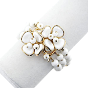 1950s Vintage Trifari Bracelet With White Glass Flowers