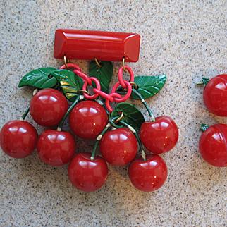 Wonderful Vintage BAKELITE  Red Cherries Brooch Earrings (Book Piece)