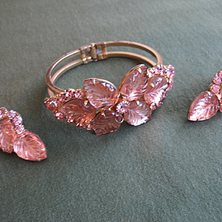 Majestic (and Rare) D&E JULIANA Pink Carved Glass Leaf Clamper Bracelet & Earrings