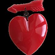 Rare & Wonderful RED BAKELITE Heart & Arrow Brooch Pin 1940s
