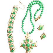 Rare Majestic Crown Trifari JEWELS OF INDIA MOGHUL Green Parure - Pendant Necklace Bracelet Earrings