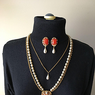 Exceptional Vintage MIRIAM HASKELL Faux Coral & Niki Pearl Necklace Dangly Earrings