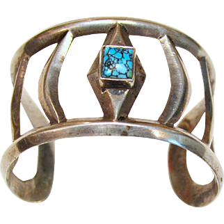 Early Vintage Native American Navajo Indian Sterling Ribbed Cuff with Number Eight Spider Web Turquoise