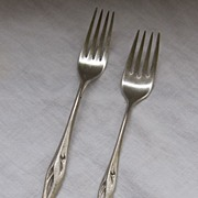 Elegant Wallace 19-Piece Flatware Setting
