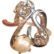 Stunning Freeform 14K White Gold Ring with Diamonds and Pearl