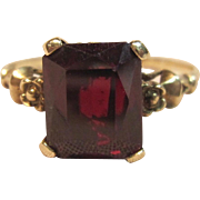 Exquisite Vintage Garnet Ring in 10K Yellow Gold