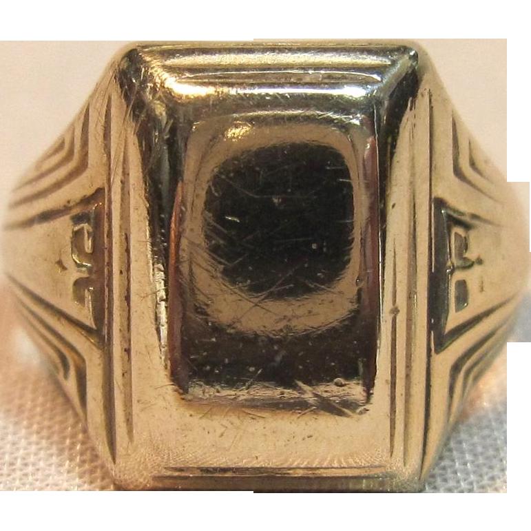 deco design signet ring in 10k yellow gold circa 1930