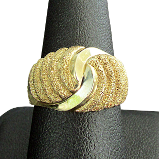 14K YG Swirled Gold Ring Size 7 1/2, 6.4 Grams
