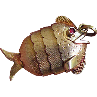 """6 Grams, 18K YG Articulated """"Wiggly"""" Fish Pendant"""