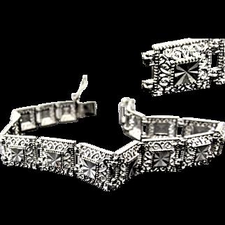 7.6 Grams, 10K WG Filigree Panel Link Bracelet