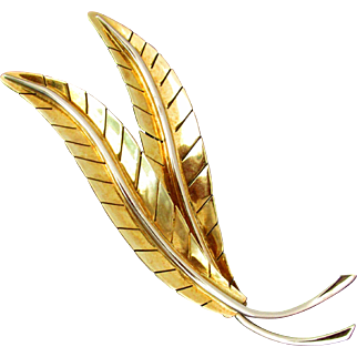 18K YG Double Leaf Pin Made by DeRegibus of Alessandria Italy