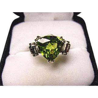 PERIDOT - 3.15ct - Natural - Fancy Trillion Cut - 14k White Gold Vintage Scroll Ring