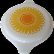 Pyrex Daisy Pattern Lid 1969 One Pint Casserole