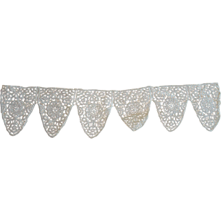 Lovely Antique / Vintage Triangular Lace