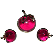 Vintage Sarah Coventry Fuchsia Lucite Apple Brooch and Matching Apple Clip On Earrings