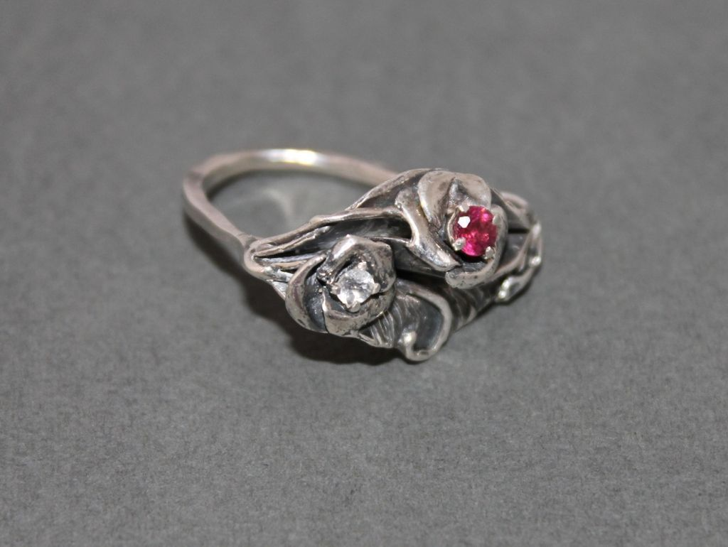 Ring Sterling Silver Two Facet Moonstones Facet Garnet