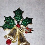 Weiss bell green and red stone gold tone rhinestone pin brooch christmas