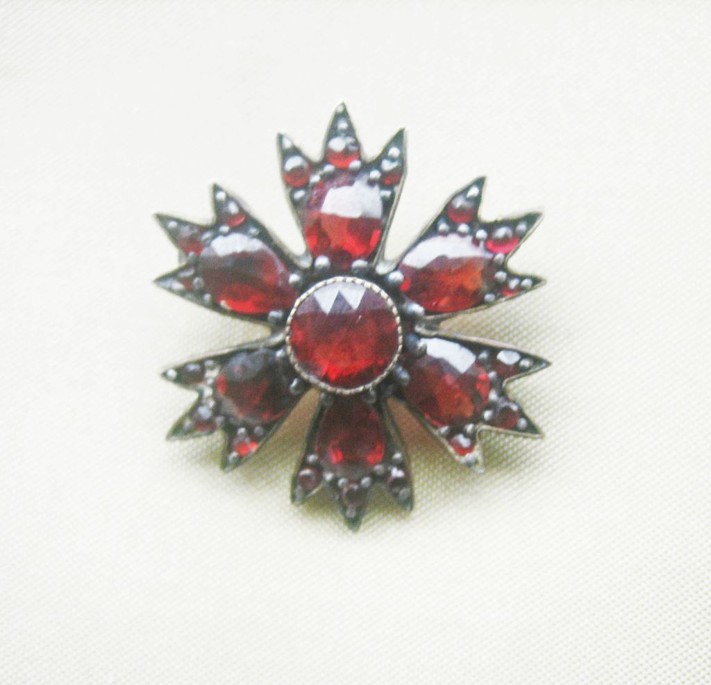 ..Antique Victorian Bohemian Garnet Starburst Pin