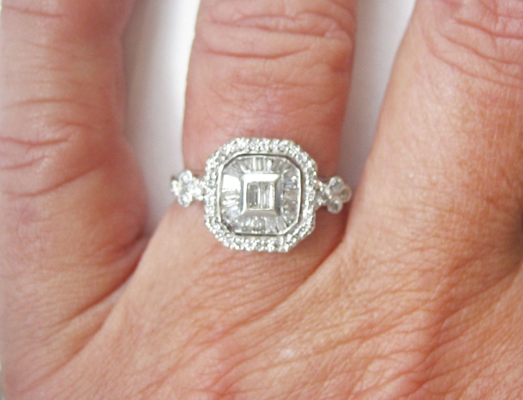 SOLD .4TH OF JULY ....Vintage Art Deco 14 kt White Gold F-VS 1 Ct Diamond Ring
