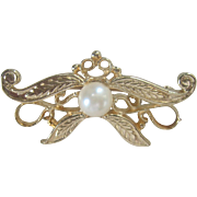 CLEARANCE..Vintage 14kt Cultured Pearl Bow Pin