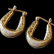 Vintage 1980s 14k Yellow Gold Pierced Pair Draped Swag Hoop Earrings with Leaf & Berry Designs