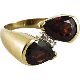 Vintage Custom Made 18k Yellow Gold and Garnet Ring