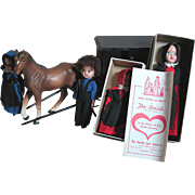 Small Amish Lancaster Pa. Hard Plastic Dolls With Carriage & 1 Thoroughbred Horse Vcagco
