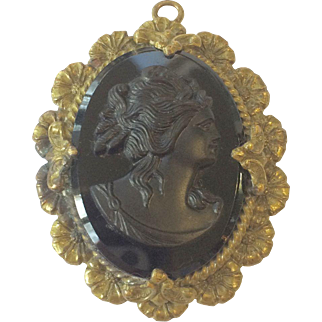 Black Cameo Pendant with Flower Border