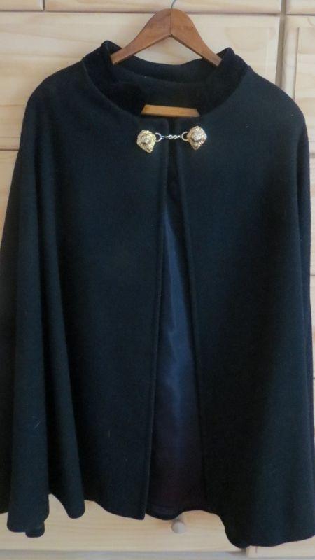 Vintage Womens Black Wool Winter Cape W Lion Clasps Les