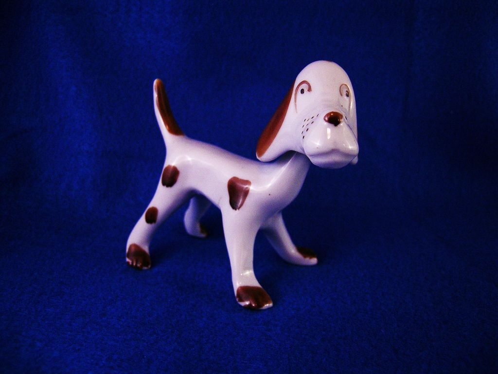 Made in Japan Ceramic Hound Dog Nodder