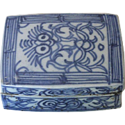Chinese Ming Dynasty Blue and White Seal Paste Box
