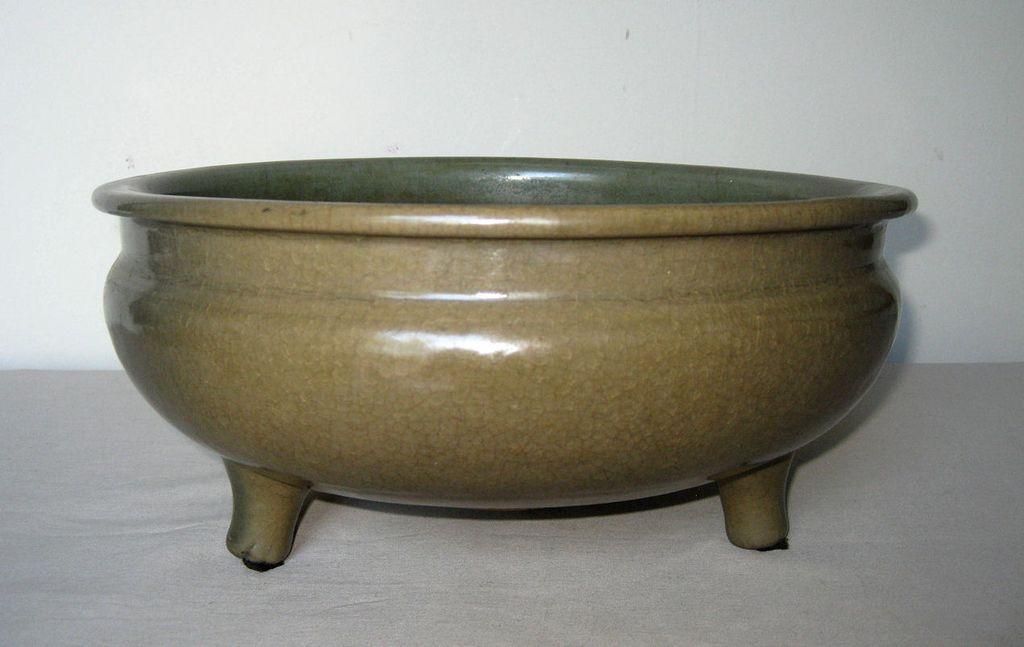 Chinese Yuan Celadon Glazed Bowl