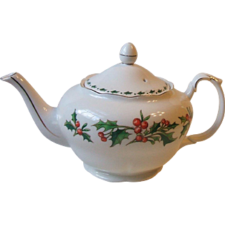 1992 A Cup of Christmas Tea 3 Cup Porcelain Teapot Tom Hegg Waldman House Press