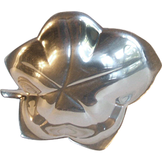 Vintage Tiffany and Co Makers Sterling Silver 22475 Ivy Leaf Shaped Nut Dish 925
