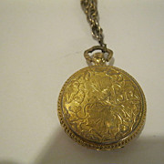 Vintage LUCERNO Gold Tone Metal Watch Pendant Necklace