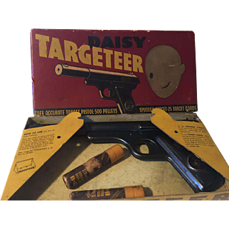 Vintage Daisy Targeteer pistol in box  made in Plymouth,Mich.