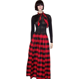 Don Luis de Espana Black and Red Taffeta Gown
