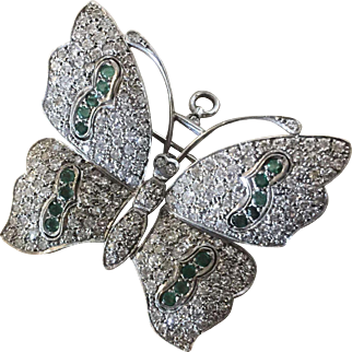 Late Art Deco 18 Karat Gold Butterfly Pendant Brooch Pin with 214 Diamonds or 3.04 carat Diamonds and 0.48 carat Emeralds