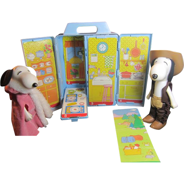Snoopy Dog, Bell and Woodstock in Knickerbocker Case w/ accessories