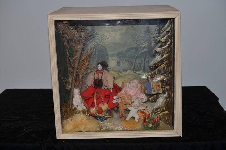 Miniature Children S Bedroom Room Box Diorama: Old Doll Diorama Winter Wonderland Miniature Dollhouse