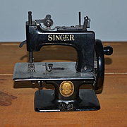 Antique Child's Doll Singer Sewing Machine WORKS! The Singer MANFG. CO.