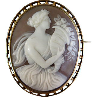 Vintage 19th Century 14K Gold Cameo Brooch