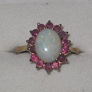 Stunning vintage 1.4 carat opal and ruby 9ct ring 1988