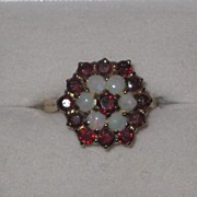 Beautiful vintage Garnet and opal ring 1976